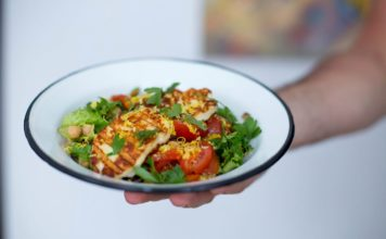 salată de halloumi cu năut