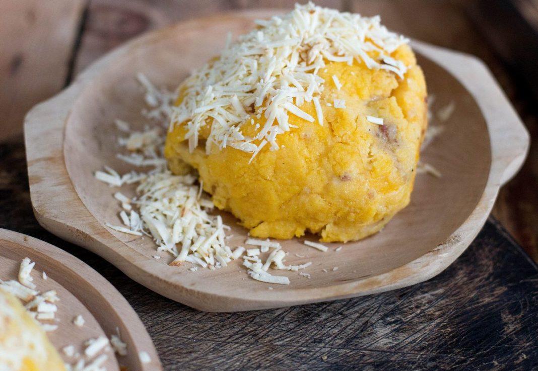 bulz ardelenesc - brânză burduf, cârnat, șuncă afumată