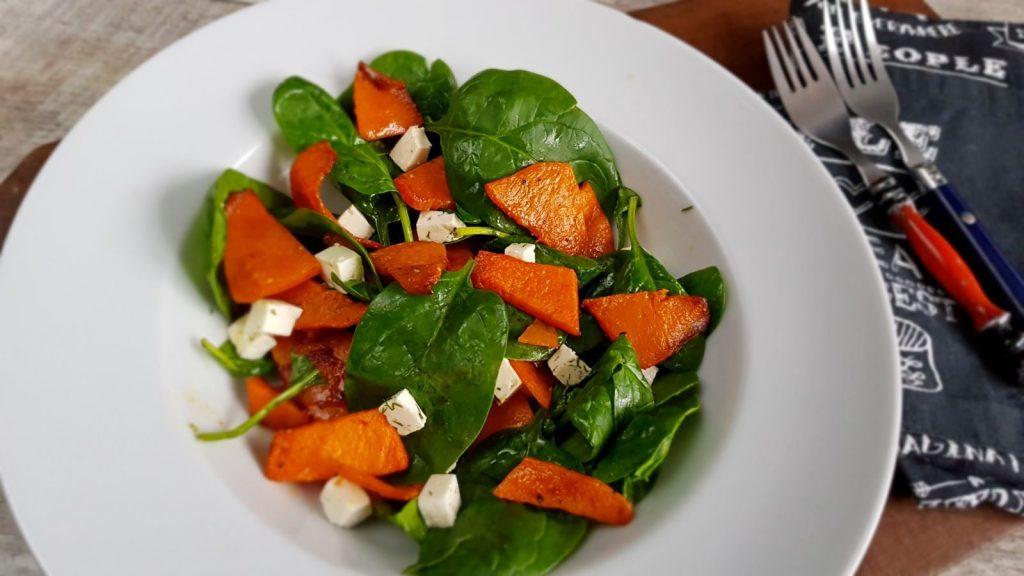 salată cu dovleac copt, brânză de capră și mandarină