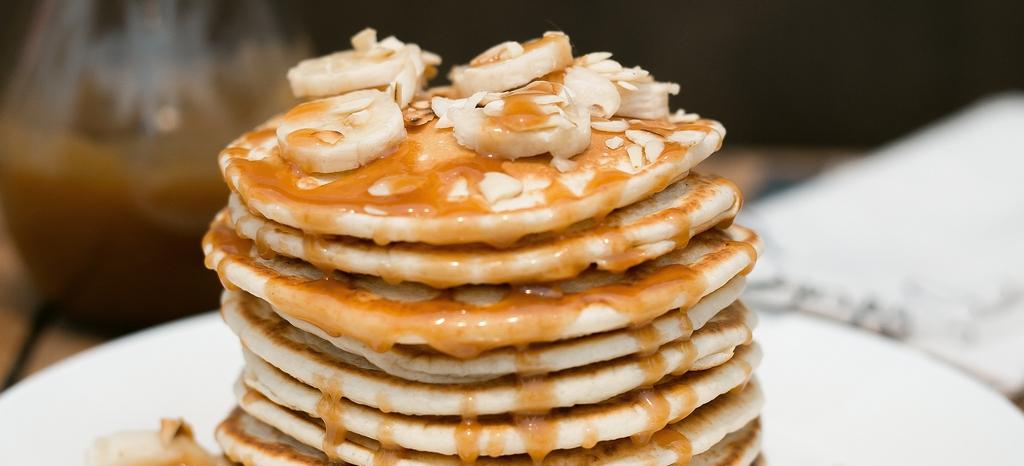 pancakes cu cel mai bun sos din lume. sos caramel