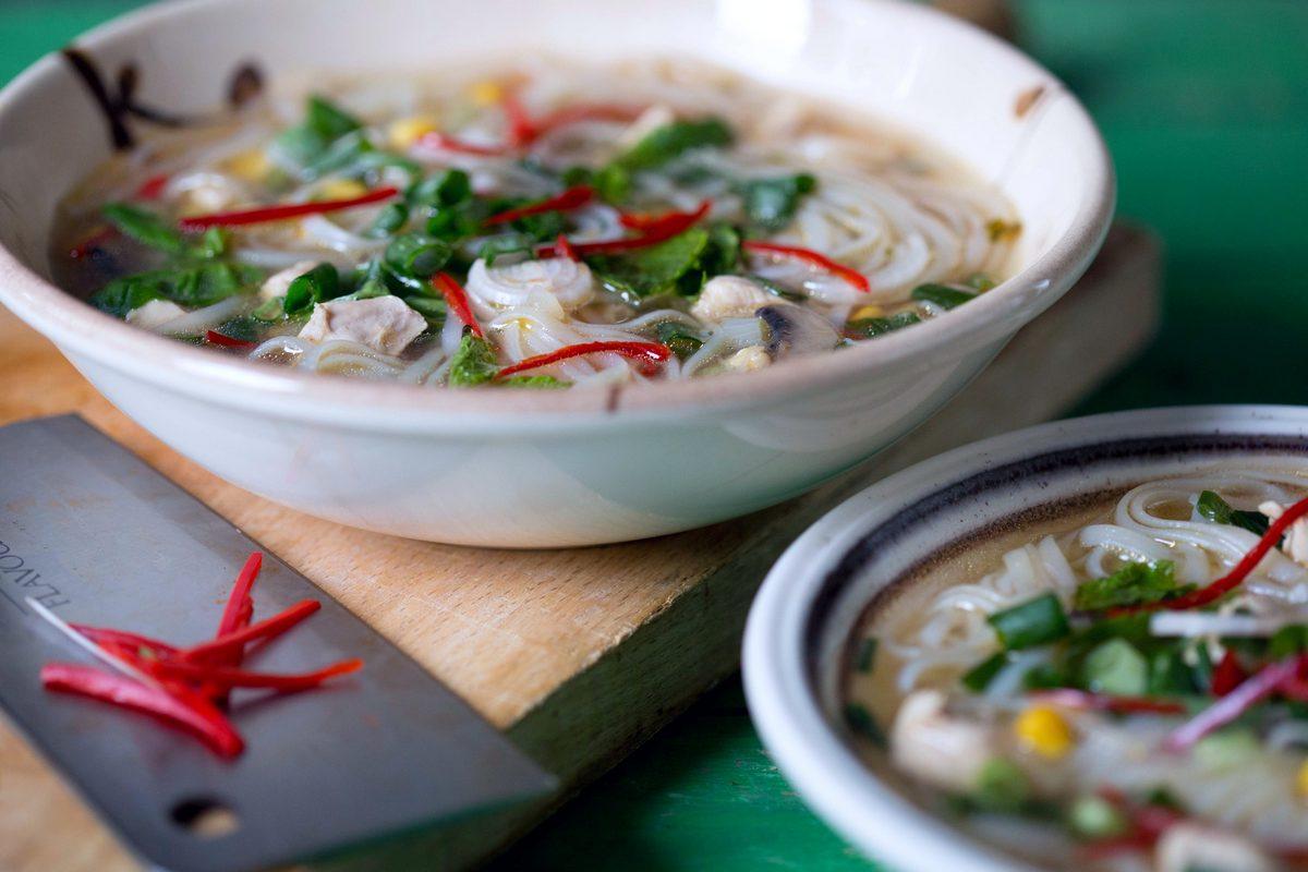 supa asiatica cu pui