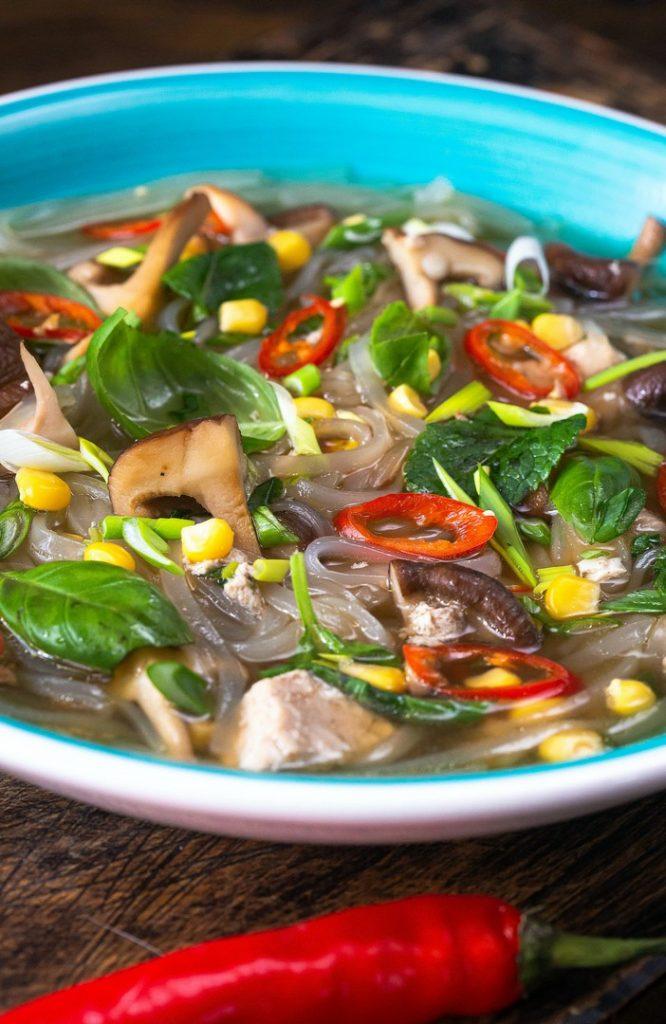 supa-asiatica-cu-taitei-de-orez-si-ghimbir