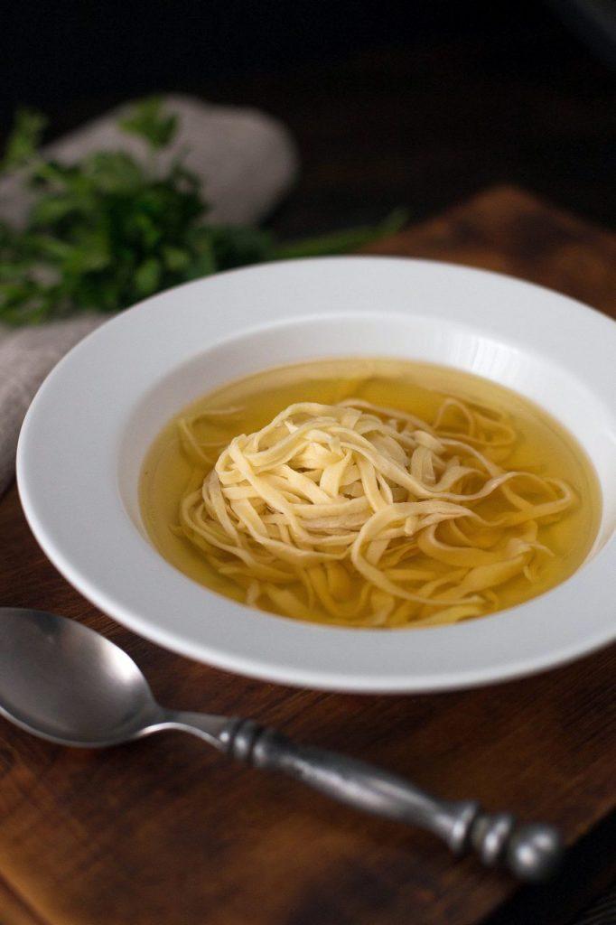supă clară limpede cu carne de curcan