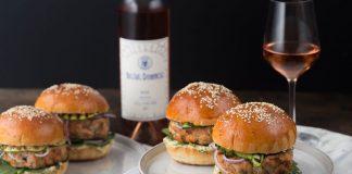 burger-cu-somon-si-sos-de-tarhon