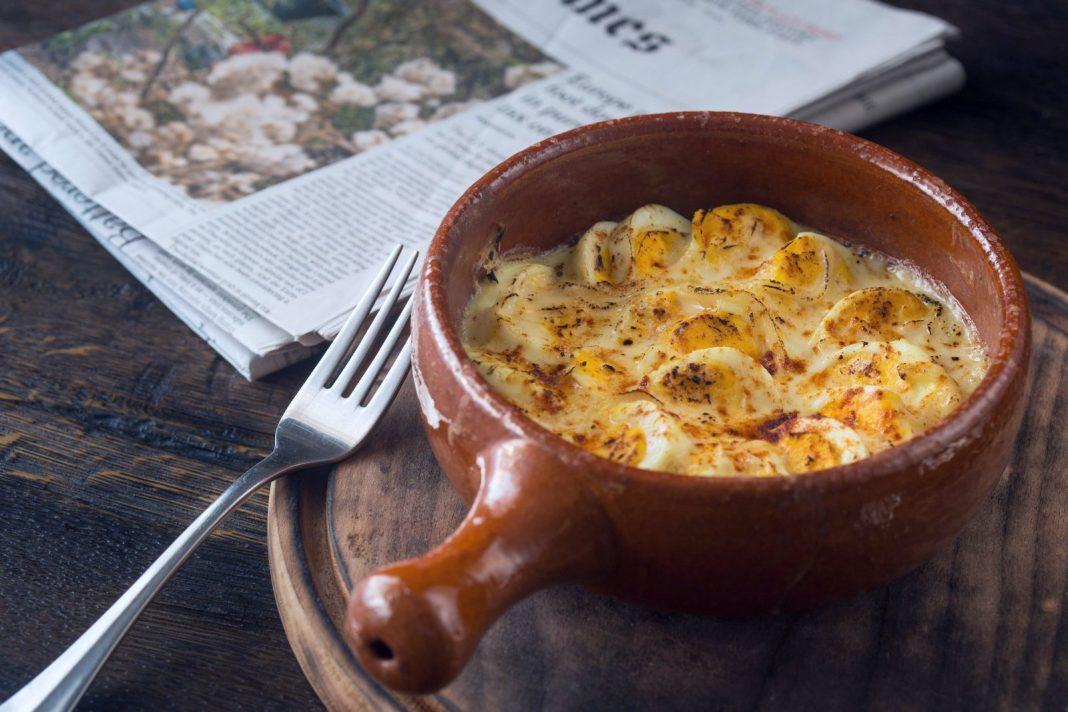 ouă-gratinate-cu-sos-bechamel