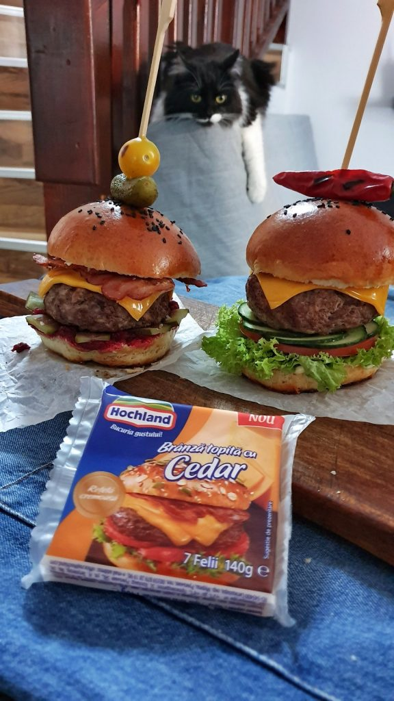 cheesburger-reteta-hrean-sfecla-rosie