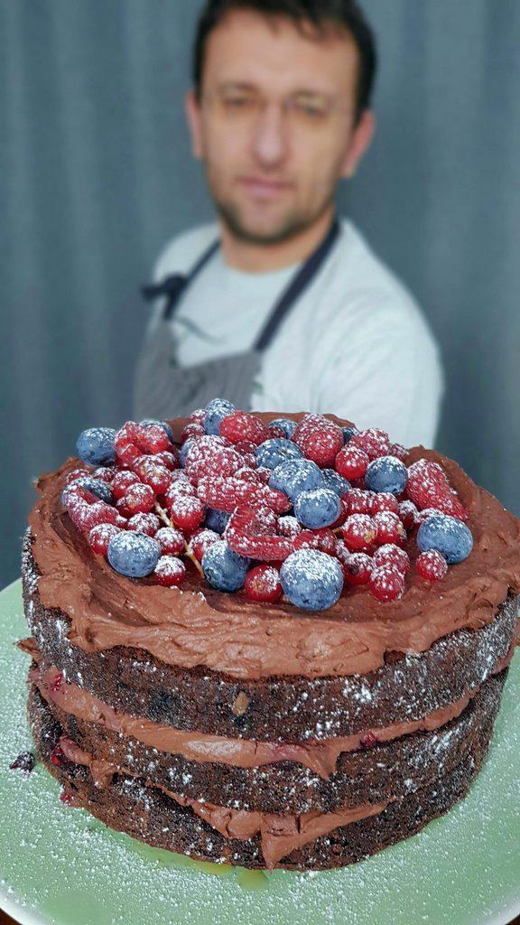 tort de ciocolata cu crema mascrapone si fructe de padure